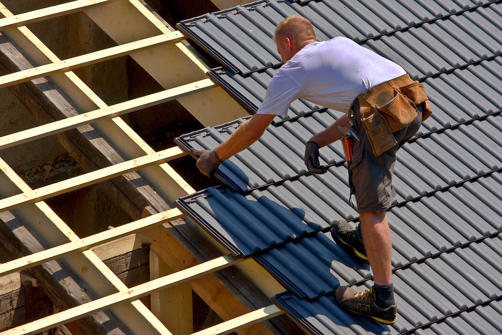 Bien choisir ses tuiles de toit bienchezmoi for Aide renovation toiture